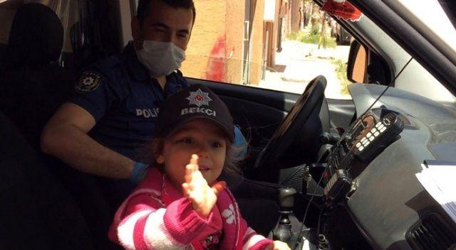 Polisi gören minik kız önce ağladı, sonra güldü