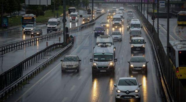 Sağanak yağmur trafiğe neden oldu