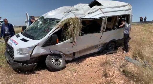 Şanlıurfa'da yolcu minibüsü devrildi: 13 yaralı