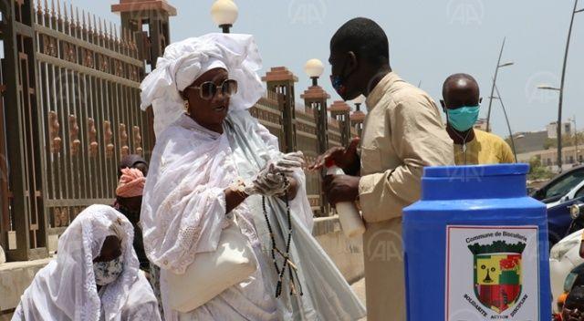 Senegal'in bazı camilerinde 2 ay sonra ilk cuma namazı