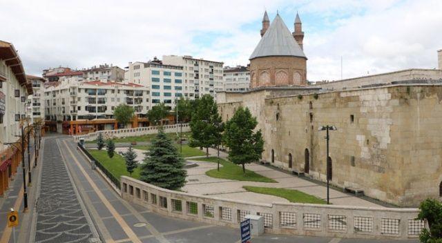 Sivas'ta caddeler ve sokaklar boş kaldı
