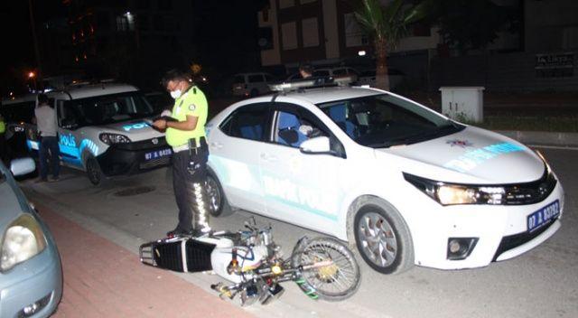 Trafik polisinin 'dur' ihtarına uymayan gençler motosiklet devrilince yakayı ele verdi