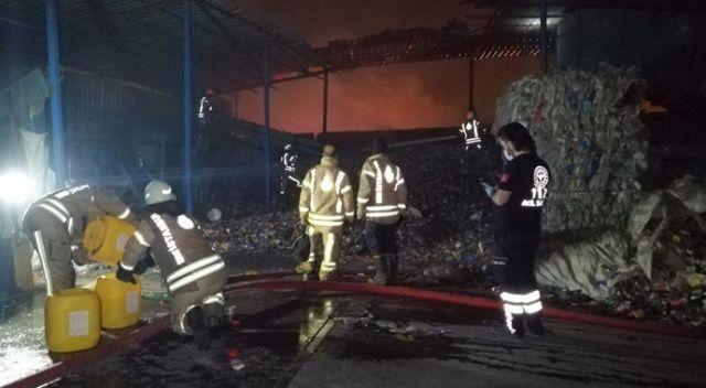 Ümraniye'de geri dönüşüm merkezinde yangın çıktı