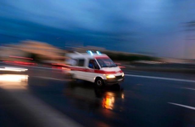 Van'da briket yüklü kamyonet yan yattı, sürücüsü yaralandı