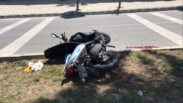 Virajı alamayan motosiklet sürücüsü ağaca çarptı; 1 ölü