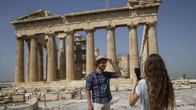 Yunanistan'da turistlere Covid-19 testi yapılmayacak