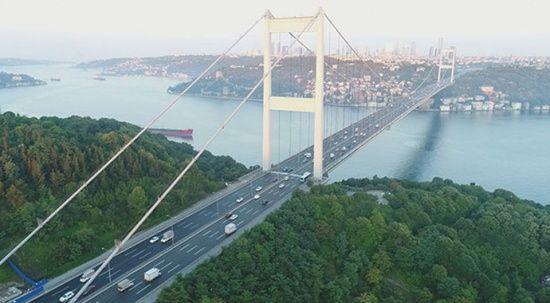 Fatih Sultan Mehmet Köprüsü'nden atlayan şahsı deniz polisi kurtardı