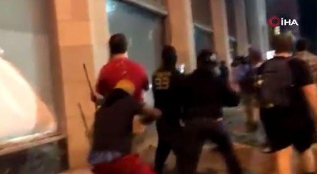 ABD'deki protestolarda muhabir kapkaça uğradı