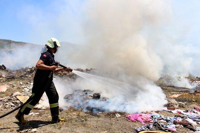 Hafriyat döküm alanında çıkan yangın paniğe sebep oldu