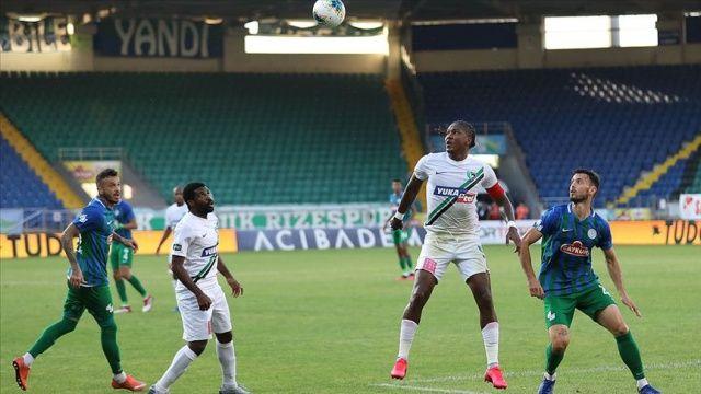 Hakan Çalhanoğlu'nun gol attığı maçta Milan Roma'yı 2-0 yendi