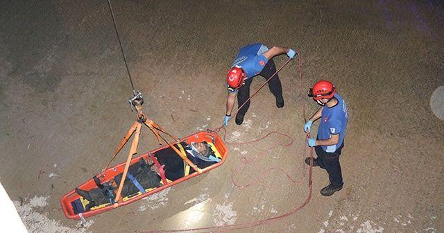 İzmir'de dereye düşen yaşlı adamı itfaiye ekipleri kurtardı
