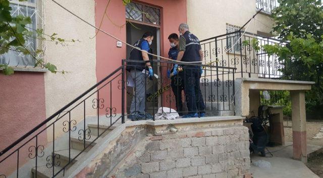 Karaman'da bir kişi, babası ile kardeşini bıçakladı
