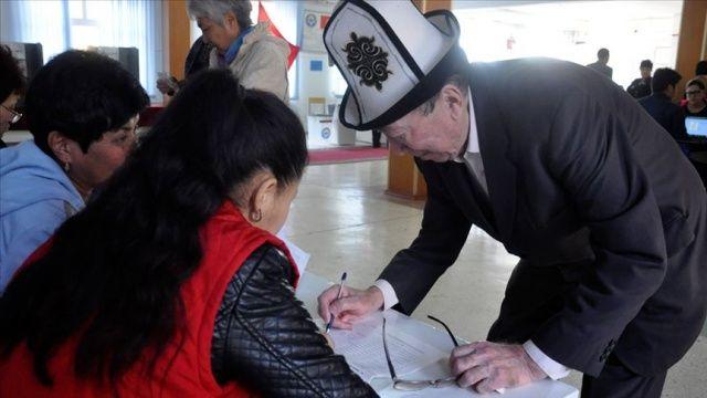 Kırgızistan'da seçim barajı düşürüldü