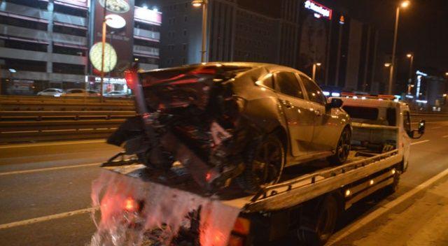 Makas atarken başka otomobile çarptılar: 1 yaralı