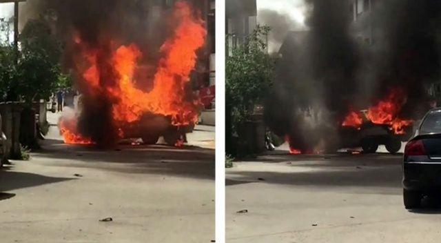 Sürücü kontağı çevirdiği an otomobil alev alev yandı