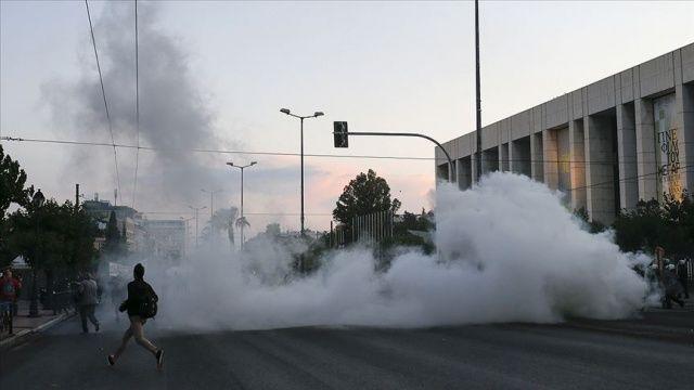 Yunanistan'da George Floyd için düzenlenen gösteride çatışma çıktı