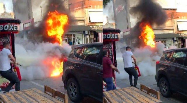Alev alan otomobilin sürücüsü canını zor kurtardı