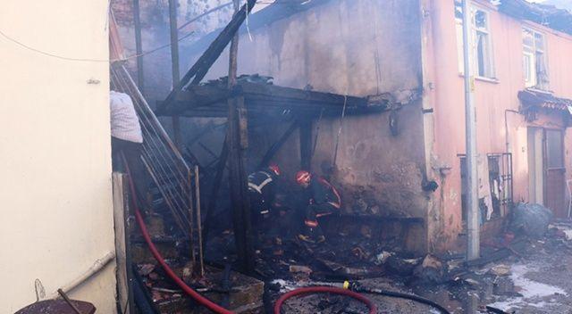 Alevlere teslim olan 3 ev küle döndü