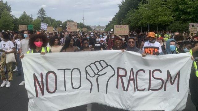 Almanya'da yaklaşık 2 bin kişi ırkçılığı protesto etti