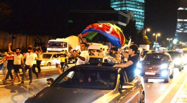 Azerbaycan'da halk sokağa döküldü:  Ya Karabağ ya ölüm
