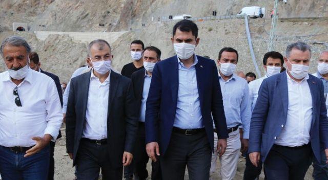 Bakan Kurum, Yusufeli'ndeki sel bölgesinde incelemelerde bulundu