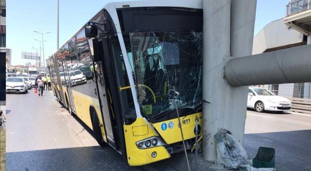 Beylikdüzü'nde belediye otobüsü E5 yanyolda refüje çıkarak kaza yaptı