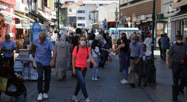Eskişehir'de sosyal mesafesiz arefe yoğunluğu