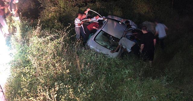 Karabük'te tıra çarpan otomobil yoldan çıktı, 2 yaralı var