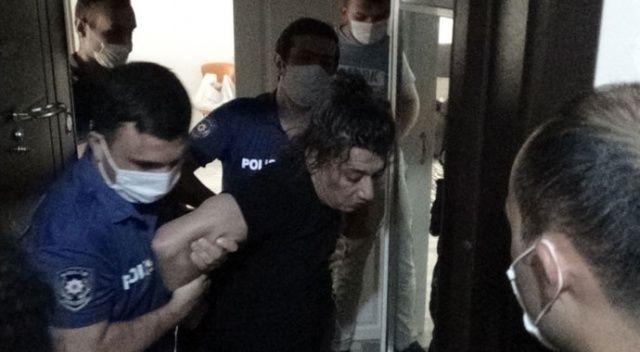 Karısını boğarken polise yakalandı