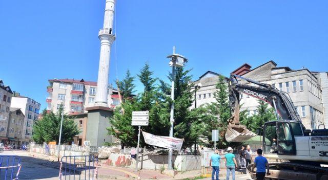 Kıblesi yanlış cami 64 yıl sonra yıkıldı