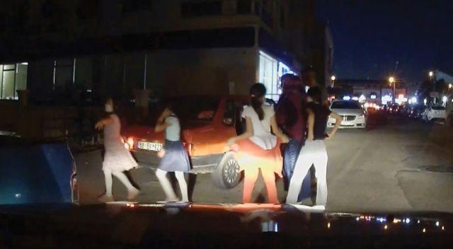 Koronavirüsü yok saydılar, 5 kişilik otomobilden 10 kişi çıktı