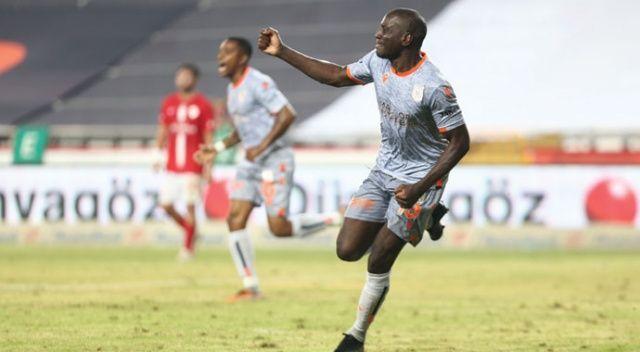 Lider Başakşehir, deplasmanda Antalyaspor'u 2-0 mağlup etti