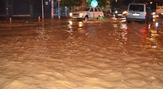 Manisa'da sağanak yağış ve dolu hayatı felç etti