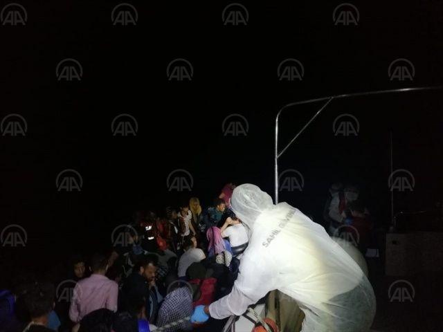 Muğla'da Türk kara sularına itilen 43 sığınmacı kurtarıldı