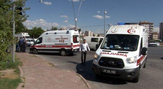 Otomobil minibüse arkadan çarptı: 5 yaralı
