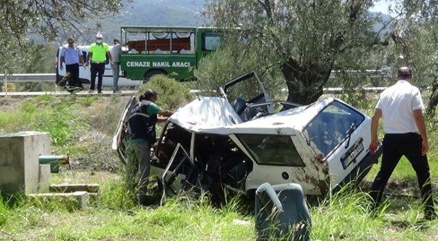 Otomobil şarampole uçup zeytin ağacına çarptı: 2 ölü
