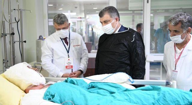 Sağlık Bakanı Fahrettin Koca, tedavi gören hastaları ziyaret etti