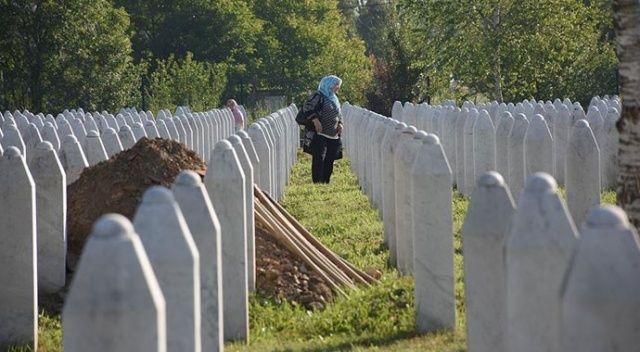 Srebrenitsa Soykırımı'nın 9 kurbanı daha toprağa verildi