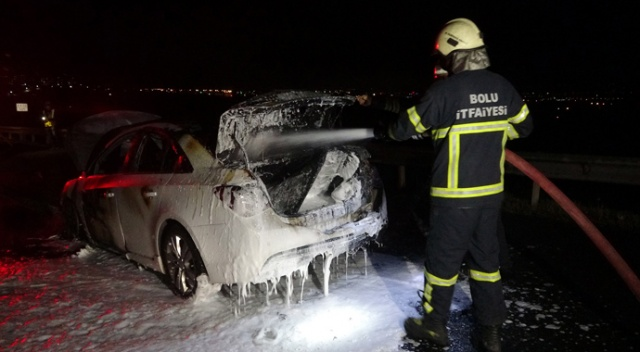 Tatil yolunda alev alev yanan otomobil küle döndü