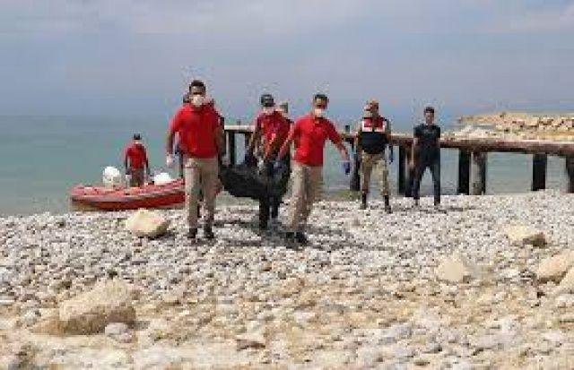 Van Gölü'nde batan teknedeki cesetlerin çıkarılması çalışmaları yeniden başladı