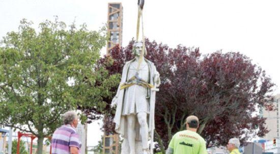 Amerika'yı keşfeden Kristof Kolomb heykeli bile kaldırıldı