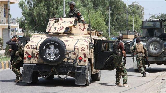 Afganistan'da silahlı ve bombalı saldırıda 8 kişi öldü