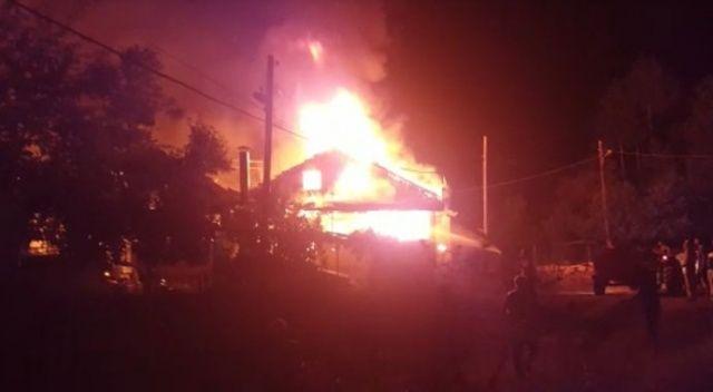 Amasya'da çıkan yangında 3 ev yandı