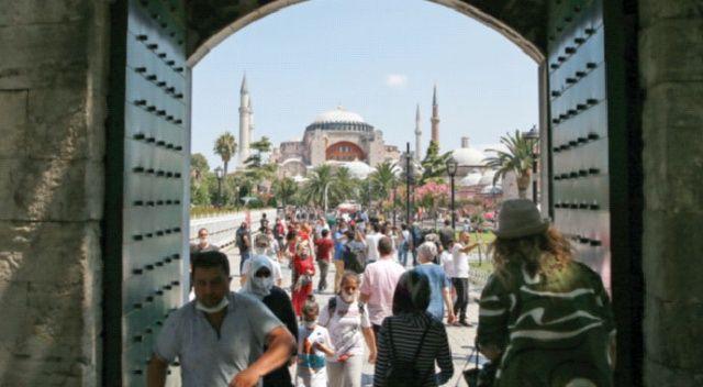 Ayasofya Camii'nde yoğunluk sürüyor... Uzun kuyruklar oluştu
