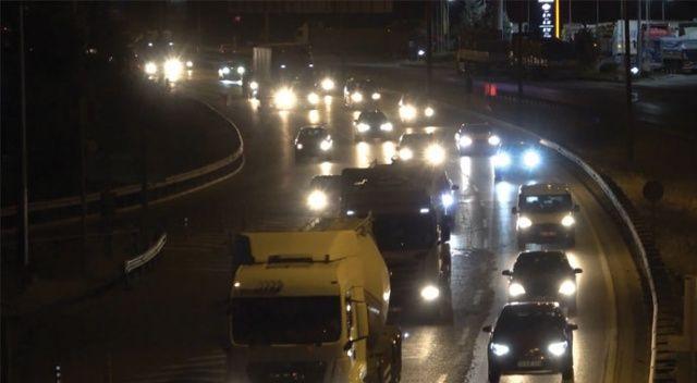 Büyükşehirlere geri dönüş başladı: Kilit kavşak'ta trafik yoğunluğu