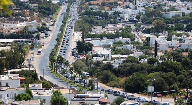 Dönüş yolu kitlendi, Bodrum trafiği durdu
