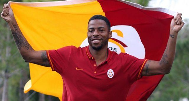 Galatasaray'da Donk'un sözleşmesi 1 yıl uzatıldı