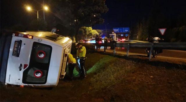 Güvenlik görevlilerini taşıyan minibüs devrildi: 6 yaralı