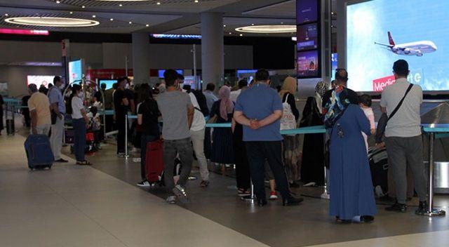İstanbul Havalimanı'nda dönüş yoğunluğu