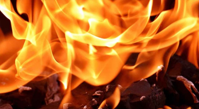 İzmir Karşıyaka'da yangın paniği: 3 yaralı